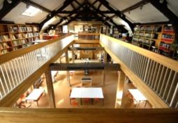 Bibliothèque de Fontainebleau fermée à 12 h.